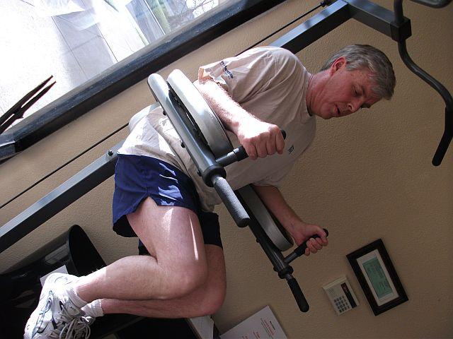 Man doing hanging abdominal raise